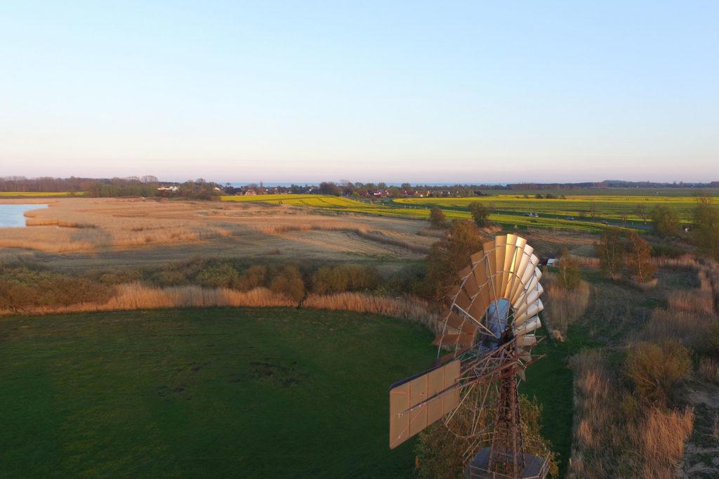 Windrad zwischen Middelhagen und Lobbe